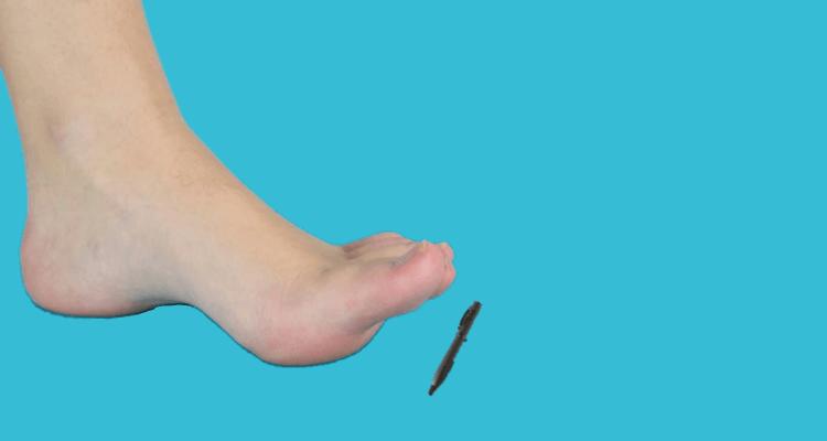Podnoszenie przedmiotów palcami